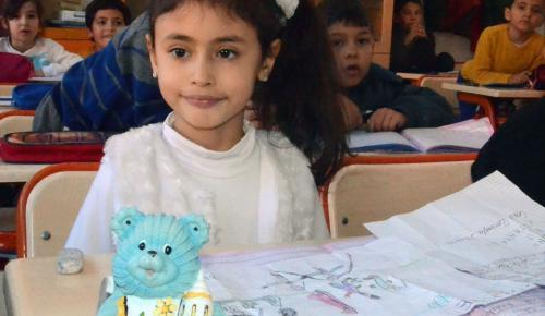 Küçük Banu'dan Suriyeli kardeşleri için anlamlı yardım