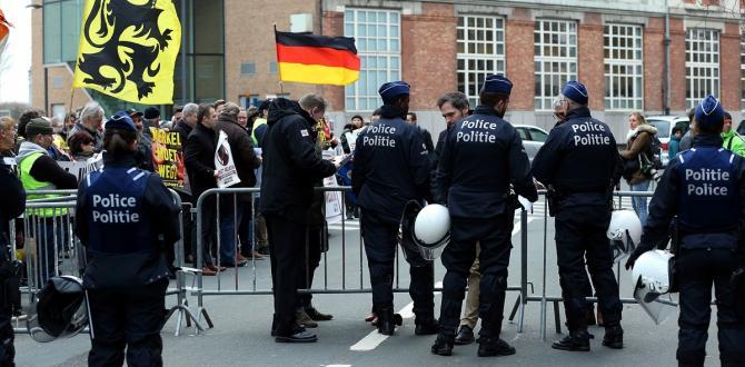 Merkel, Belçika'da protesto edildi