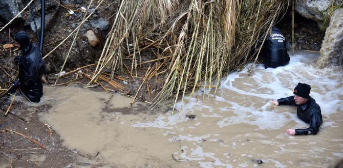 Mersin'deki sel felaketinde kaybolan iki kişiyi arama çalışmaları sürüyor