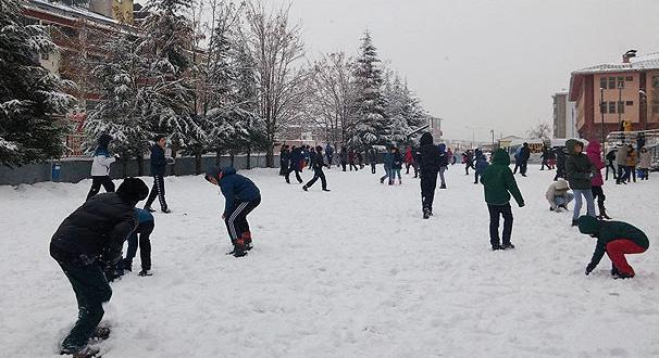 Meteoroloji'den İstanbul için kar uyarısı! Yarın okullar tatil mi?