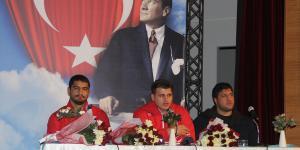 Şampiyon güreşçiler, Samsun'da bir araya geldi