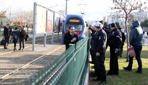 Samsun'da tramvayın çarptığı genç yaralandı