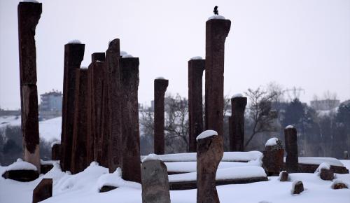 Selçuklu Mezarlığı'nda yeni mezarlar tespit edildi
