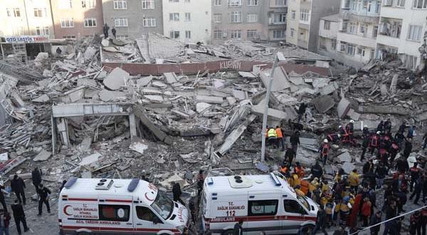 Zeytinburnu'nda bina çöktü! 1 kişi hayatını kaybetti