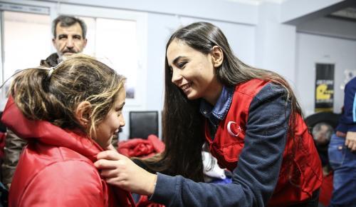 Suriyeli bin çocuğa kıyafet ve ayakkabı yardımı