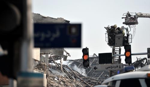 İran'da 17 katlı iş yeri çöktü