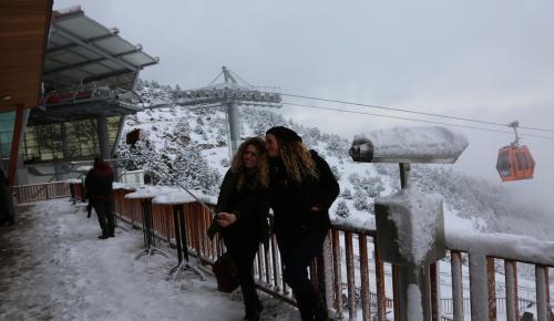 Teleferikle yaylada kar keyfi