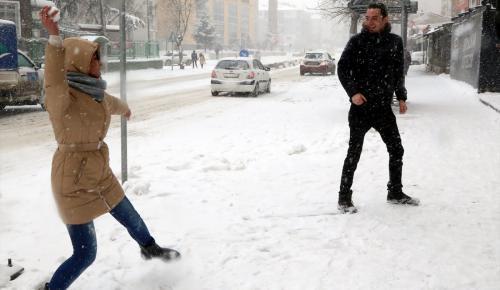 İzmir ve Manisa'da kar yağışı