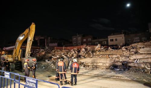 Zeytinburnu'nda binanın çökmesi